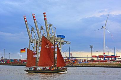 ASTARTE HF 244 zur Parade Hamburger Traditionsschiffe am 23.08.2014