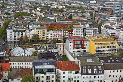 Blick auf St. Pauli/Reeperbahn vom Empire Riverside Hotel