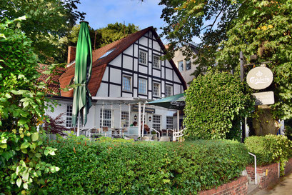 Zm Alten Lotsenhaus am Elbstrand/Elbhang Övelgönne