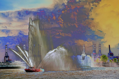 Löschboot zur Einlaufparade beim 826.Hamburger Hafengeburtstag 2015