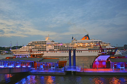 MS EUROPA zur Auslaufparade bei den Hamburg Cruise Days 2014 am 02.08.2014
