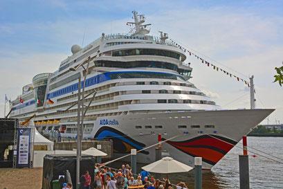 AIDAstella zu den Hamburg Cruise Days 2014 am HCC HafenCity am 02.08.2014