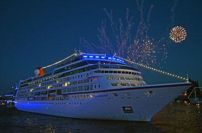 MS COLUMBUS 2 zu den Hamburg Cruise Days 2012