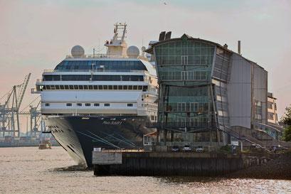 Mein Schiff 1 am HCC Altona am 12.08.2015