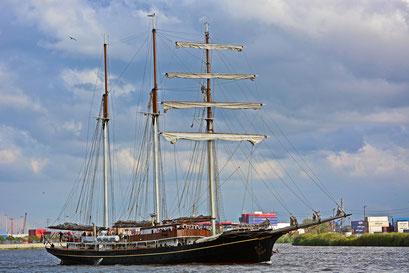 Gulden Leeuw beim 824.Hamburger Hafengeburtstag 2013
