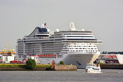 MSC SPLENDIDA am HCC STEINWERDER am 12.08.2015