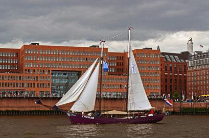 TWISTER (Zweimast-Schoner/NL) beim 823.Hamburger Hafengeburtstag 2012