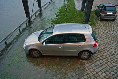 So etwas sieht man hier am Parkplatz immer wieder...