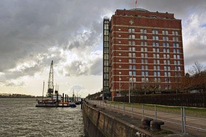 Blick aus Richtung Altonaer Mittelkai zum Museumshafen Övelgönne