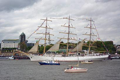 DAR MLODZIEZY zum 825.Hamburger Hafengeburtstag 2014