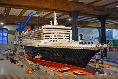 Lego-Modell der Queen Mary 2 im Internationalen Maritimen Museum Hamburg