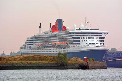 Queen Mary 2 am HCC Steinwerder am 16.10.2018