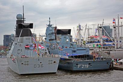 """D 36 HMS Defender (Zerstörer/Großbritannien) u. F 219 """"SACHSEN"""" zum Hamburger Hafengeburtstag 2013"""