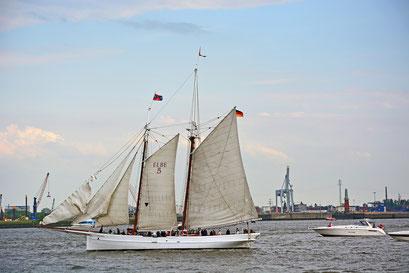 ELBE 5 zur Einlaufparade beim 826.Hamburger Hafengeburtstag am 08.05.2015