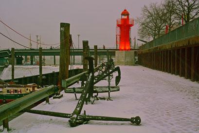 Leuchtturm PAGENSAND SÜD im Museumshafen Övelgönne im Januar 2016