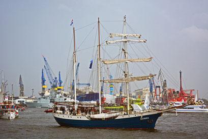 ANTIGUA (Barkentine/NL) beim 824.Hamburger Hafengeburtstag 2013