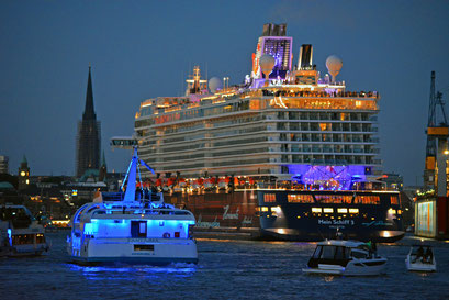 Mein Schiff 3 nach dem Feuerwerk am 12.06.2014