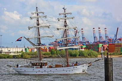APHRODITE (Brigg/NL) beim 824.Hamburger Hafengeburtstag 2013