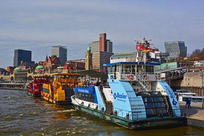 Drei HADAG-Hafen-Fähren unter sich