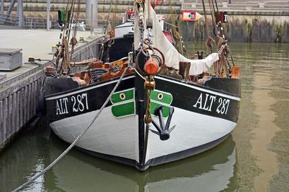 Am Fischever Catarina ALT 287 im Traditionsschiffhafen der HafenCity