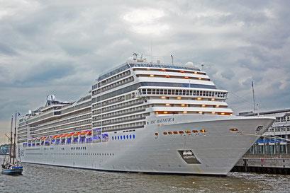 MSC MAGNIFICA am HCC Altona beim 824.Hamburger Hafengeburtstag 2013