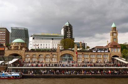 Hamburger skyline zum Hafengeburtstag 2012
