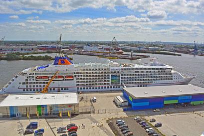 MS EUROPA 2 am HCC Hafencity am 23.06.2014