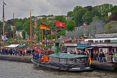 Museumshafen Övelgönne mit dem Dampfschlepper TIGER zum 825.Hamburger Hafengeburtstag 2014