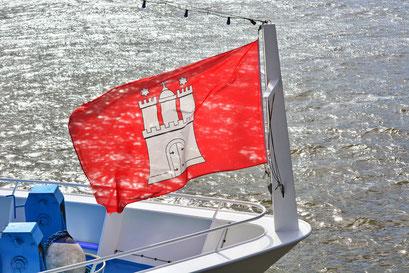 Die Hamburger Flagge weht überall...