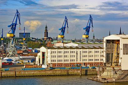 Hamburger Hafen aus Richtung Süden gesehen