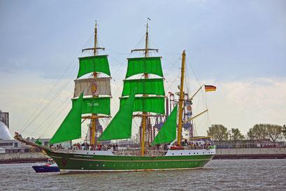 ALEXANDER VON HUMBOLDT II zur Einlaufparade beim 826.Hamburger Hafengeburtstag am 08.05.2015
