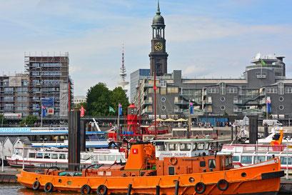 Blick vom Hafen zum Michel u. Telemichel (Fernsehturm)...oder von (fast) allem etwas