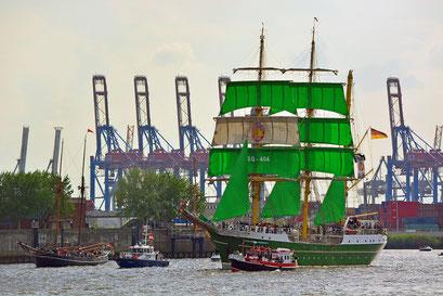 """ALEXANDER VON HUMBOLDT II (neues """"Becks-Schiff) zur Einlaufparade beim 826.Hamburger Hafengeburtstag am 08.05.2015"""