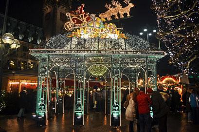 Hamburg in der Vorweihnachtszeit (Rathausplatz-Weihnachtsmarkt) im Dezember 2012