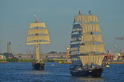 Mercedes (Zweimast-Brigg/NL) u. Gulden Leeuw bei den Hamburg Cruise Days 2012