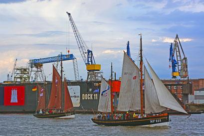LANDRAT KÜSTER HF 231 u. ASTARTE HF244 zur Parade Hamburger Traditionsschiffe am 23.08.2014
