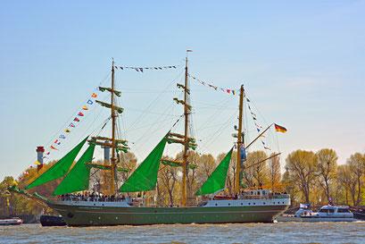 ALEXANDER VON HUMBOILDT II zum 827.Hamburger Hafengeburtstag
