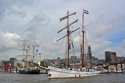 Flying Dutchman zum 825.Hamburger Hafengeburtstag 2014