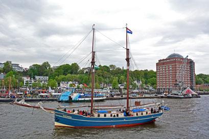LUCIANA (Zweimast-Gaffelschoner/NL) beim 824.Hamburger Hafengeburtstag 2013