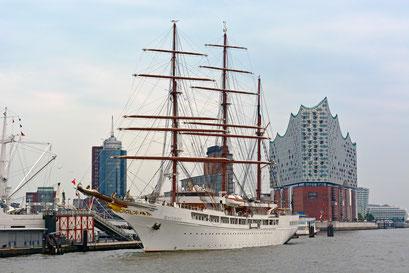 SEA CLOUD II (Bark/Kreuzfahrtschiff) an der Überseebrücke am 17.08.2015