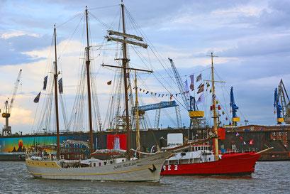 MARE FRISIUM u. ELBE 3 zur Parade Hamburger Traditionsschiffe am 23.08.2014