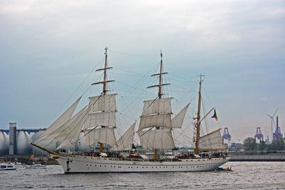 GORCH FOCK (Dreimast-Bark,Schulschiff/D) beim 824.Hamburger Hafengeburtstag 2013