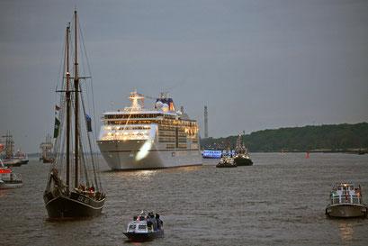 Taufe der MS EUROPA 2 vor Blankenese beim 824.Hamburger Hafengeburtstag 2013