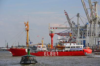 ELBE 1 zur Einlaufparade beim 826.Hamburger Hafengeburtstag am 08.05.2015