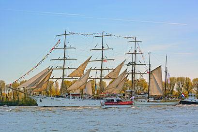 DAR MLODZIEZY zum 827.Hamburger Hafengeburtstag zum 827.Hamburger Hafengeburtstag