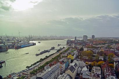 Hamburger Hafen von oben gesehen