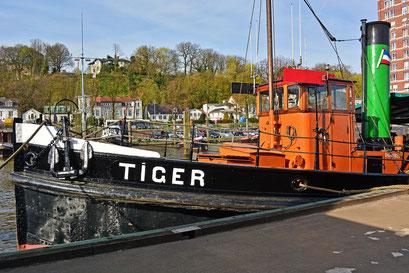 Am TIGER im Museumshafen Övelgönne im April 2015
