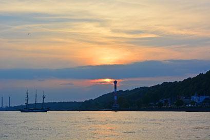 An der Elbe vor Blankenese zum Sonnenuntergang