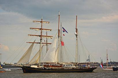 Gulden Leeuw zur Einlaufparade beim 826.Hamburger Hafengeburtstag am 08.05.2015