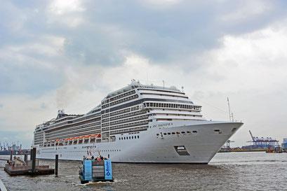 MSC MAGNIFICA läuft im Hamburger Hafen ein am 29.07.2013